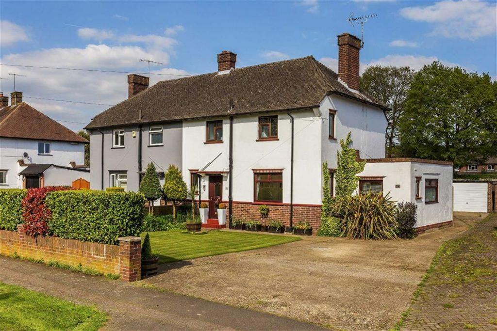 Pollards Oak Crescent, Hurst Green, Surrey